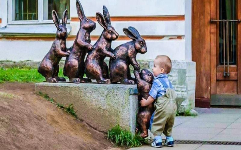 12個會讓人希望「大人有他們一半善良就好了」的完美品格小孩。  -