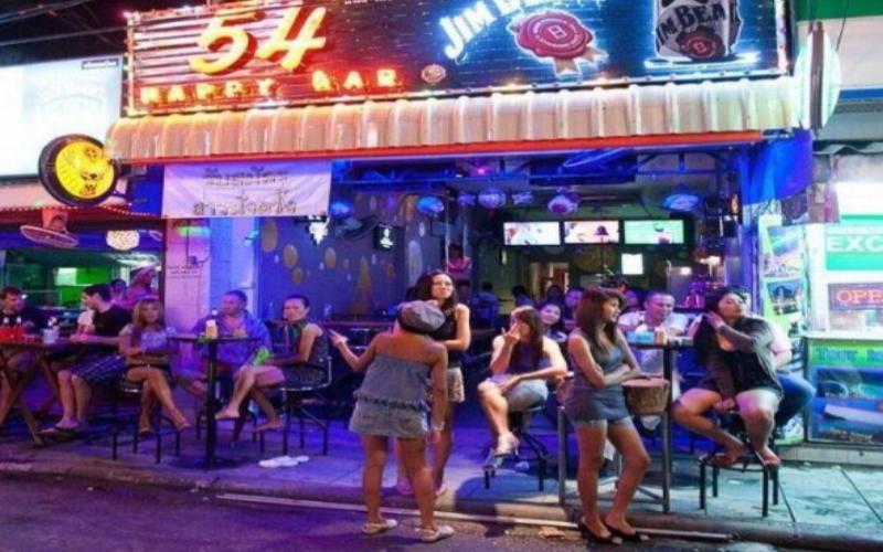 男人為何這麼愛去泰國?來看看這條街道,你就明白了:來泰國當然是要Happy 啊,不然要幹嘛?(16P)