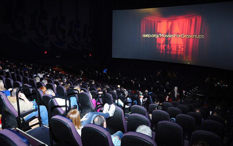看電影坐「正中間」竟然不是最佳位置!其實真正「帝王位」是這一排...網友實測:效果簡直不得了!