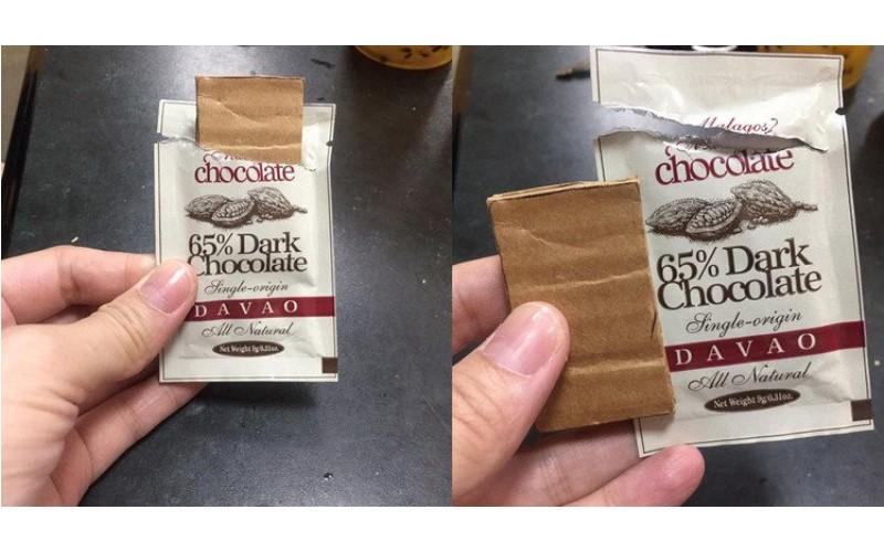 她上網抱怨逛展拿巧克力竟是「紙板」 !沒想到眼尖網友秒拆穿真相…糗爆啦!