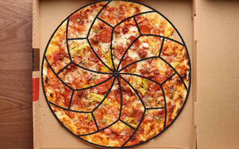 數學家終於找到「最完美又最公平」的披薩切法,不管是吃邊、不吃邊都可以一視同仁
