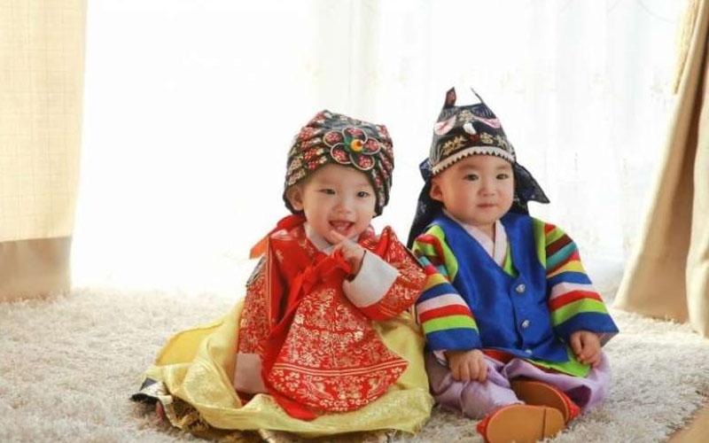你疑惑過韓國人都有「兩個年齡」嗎?出生「就算1歲」背後其實很有道理!
