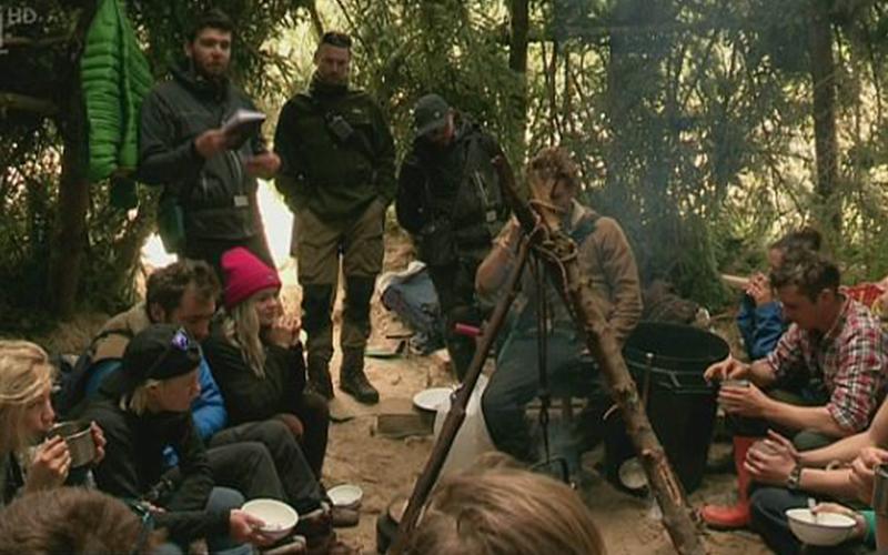 荒野求生實境秀「10人苦撐1年」!終於結束回家才傻眼發現「節目老早就停播」!