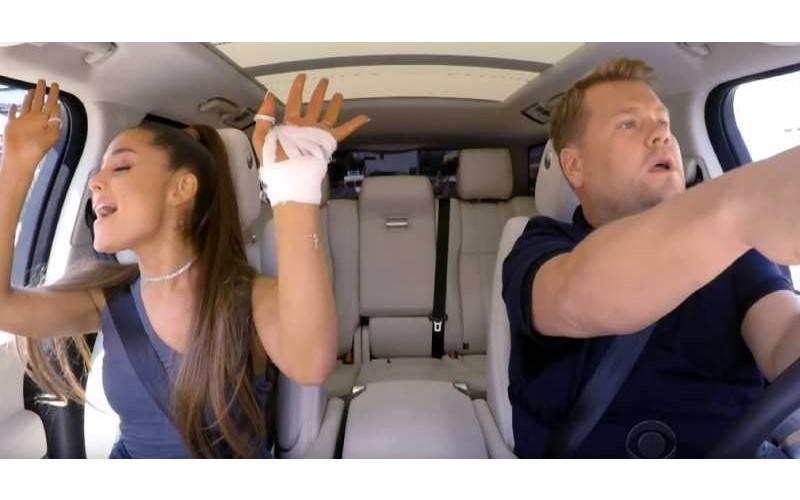 亞莉安娜「車上飆唱神曲」展現超強歌喉實力!途中「下車買咖啡」路人樂歪尖叫❤