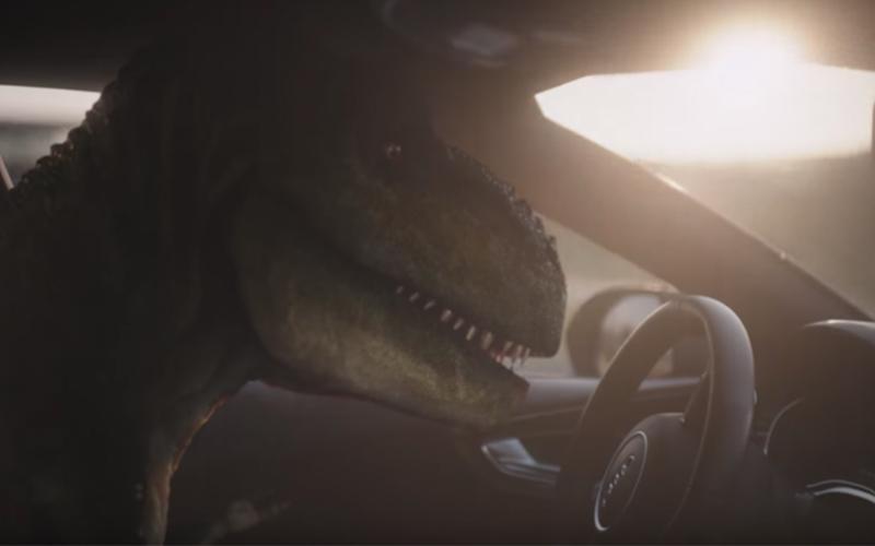 超有創意廣告!「手短開不到車」暴龍遭嘲笑到生無可戀 坐上自動駕駛車終於迎來春天!