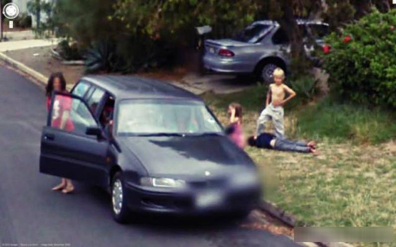 那台車裝的是屍體嗎...14張超詭異恐怖的Google街景圖!想不到外星人也不小心入鏡了...