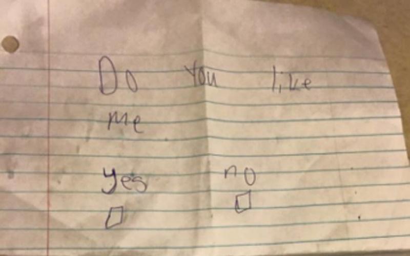 青澀小男孩傳紙條告白,沒想到小女孩「這樣」回應.....
