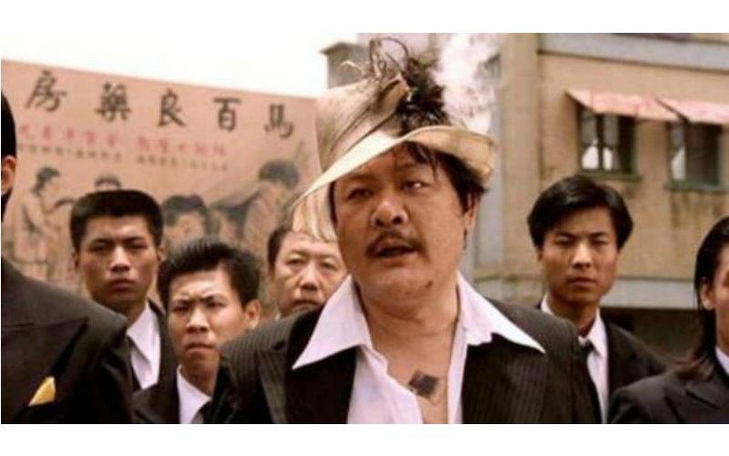 還記得《功夫》裡的他嗎?曾給吳孟達端茶,如今身價三級跳!已經比他高太多太多!