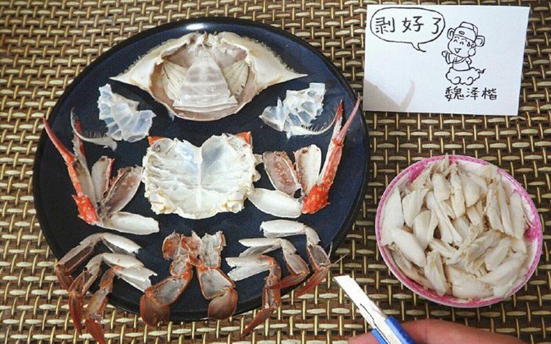 吃螃蟹要剝殼好麻煩?!神人超猛「強迫症等級」將食物肢解技術讓網友看傻眼:同學你解剖系?