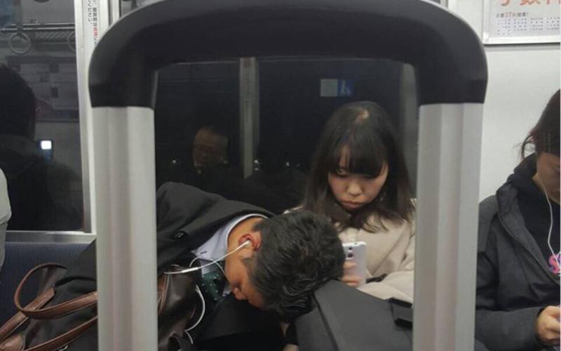 這94日本人的浪漫!她搭電車看到這副景象忍不住笑了,網友卻只看到亮點:有正妹!