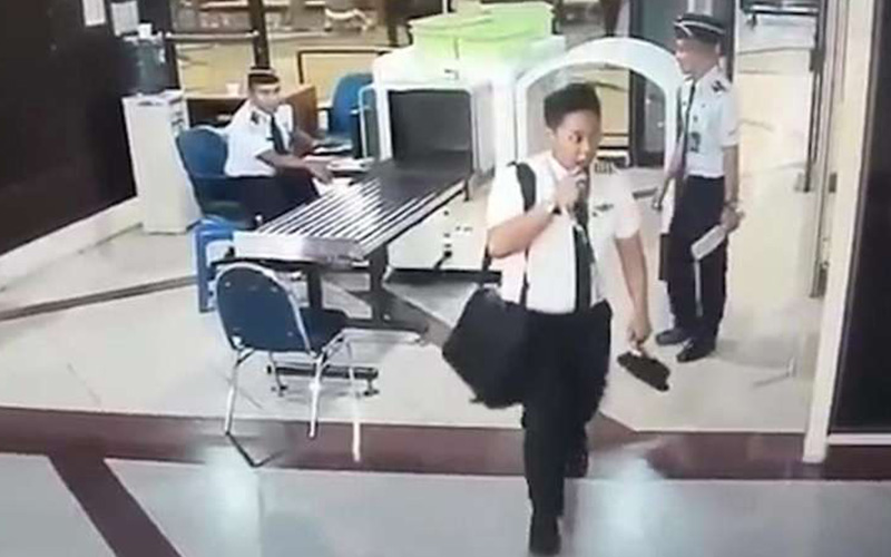 印尼機師企圖「酒駕飛機」安檢人員見狀竟沒有阻止,聽到他的廣播乘客全部落荒而逃!(圖+影)