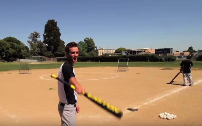 網路瘋傳棒球手的「終極擊球練習」,連旁邊的撿球員也嚇呆了!