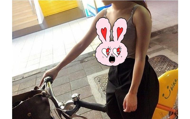 騎Ubike等紅燈隔壁的妹子「形狀好明顯」讓人超害羞!網友:我是一個簡單的男人!