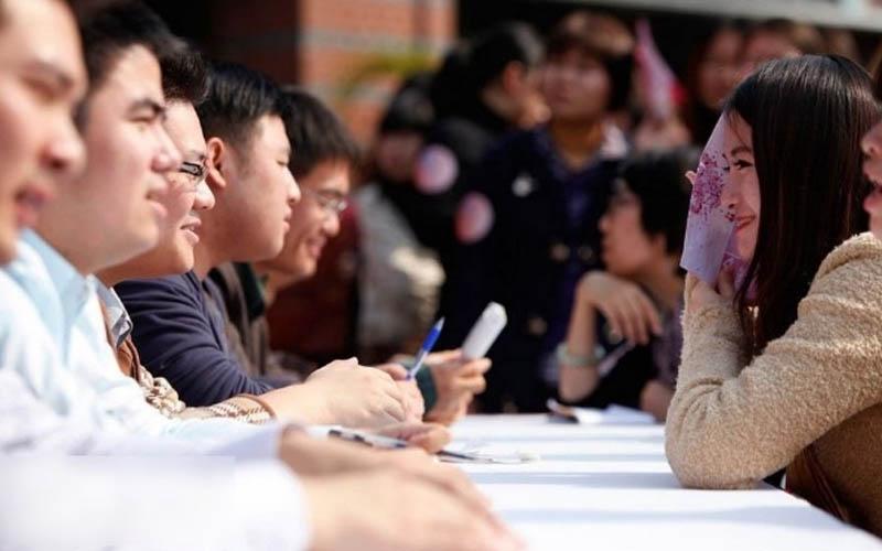 日本網友拍下「相親現場女生的照片」哭訴沒辦法選,網友一看搖頭:甘願一輩子單身狗