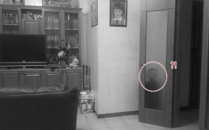 男子在家中發現門後出現「孩童影子」…走過去打開一看差點嚇壞了!