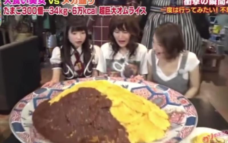 日本節目請女大胃王來挑戰「超生猛34kg蛋包飯」!結果最後居然吃到剩這樣...:光看就飽了(圖 影)