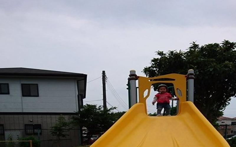 公園新設置了一座「香蕉造型」溜滑梯,但這溜滑梯有個「大Bug」.....網友:男童破蛋器?