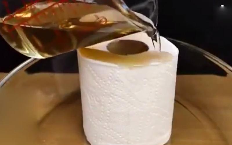 潑硫酸的殺傷力有多恐怖?當硫酸淋上捲筒衛生紙幾秒後發生「超噁變化」!網:光看就怕(圖+影)