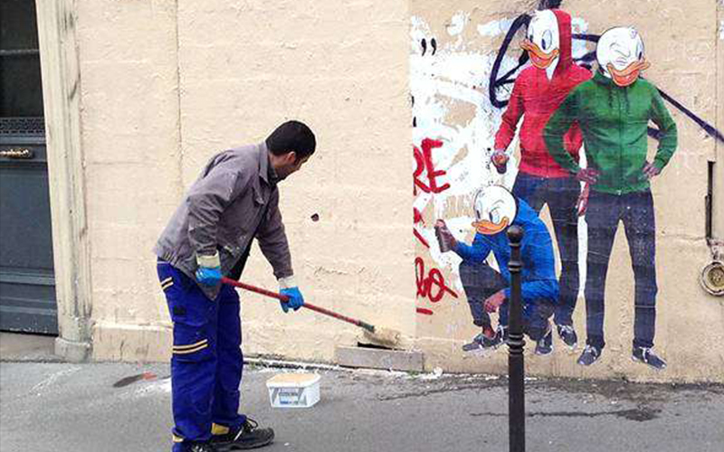 為了反擊清潔人員粉刷掉自己的作品,街頭藝術家使出「超天才復仇」!隔天牆上的塗鴉讓大家都笑翻了!