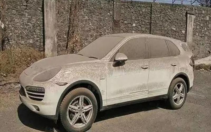 男子故意「讓自己的車子積滿灰塵」老婆看傻...沒想到幾天後竟為自己帶來「巨額財富」!