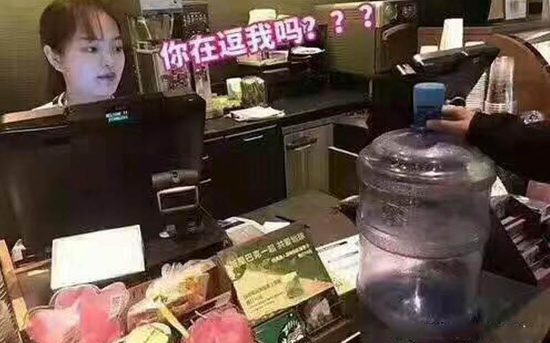 中國星巴克為響應地球日宣布「只要有拿容器來就能免費喝咖啡」看到現場情況真是傻眼大笑啊!
