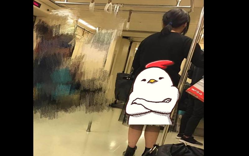 女子身穿「超狂紗裙」搭捷運,仔細看了裙子上的花紋....:防狼又防鬼!