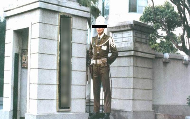 他發文問「門口小兵對不配合長官拔槍會怎樣?」清大碩士兵親身實踐後...:簡直太爽!