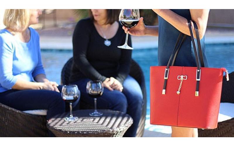 這女人說她「包包會流出紅酒」大家都以為在胡扯,結果水龍頭一打開…948794狂啊!