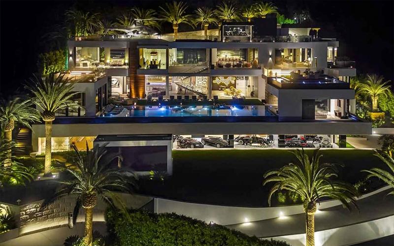 這個富豪光蓋豪宅「就已經花掉78億」,直升機對他來說只是裝飾品...內部狂到跪著看!