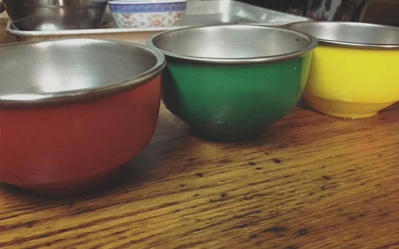 「用這三個碗長大的」!幼稚園必備「三色碗」勾起大家回憶,原來這樣分有超重要的隱藏作用!