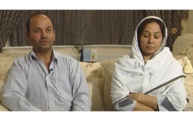 這對夫妻「17歲女兒離奇失蹤」卻沒報警,兩人上節目哭訴時...因這個「小動作」被抓包了!