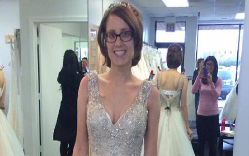 看未婚妻「試穿婚紗」照片大哭,但「無法與她結婚」的原因讓大家都心碎了...