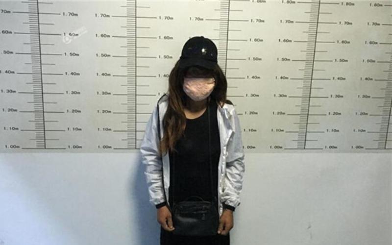 「美女竊賊」偷車被逮,當警方摘下她的口罩後全傻了!