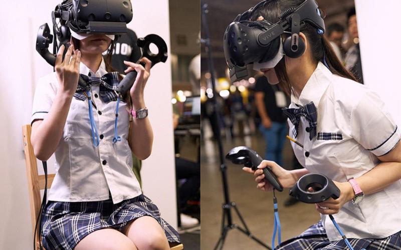 VR展上捕獲「超可愛女高生」玩遊戲,直到遊戲結束...網友全傻住!