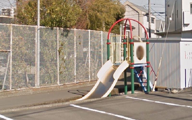 「不只小孩不敢玩,連大人都怕!」這座超奇葩溜滑梯地點令人相當不解!
