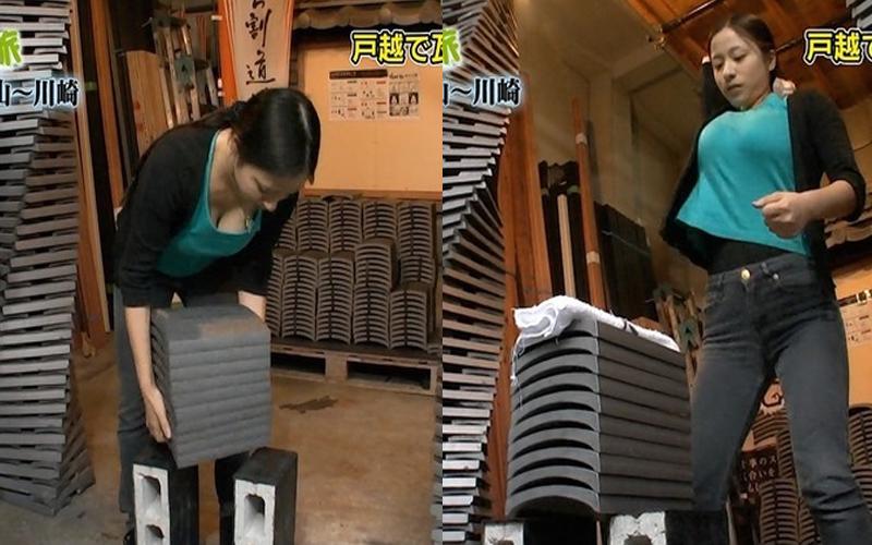 I罩杯正妹在鏡頭前表演「徒手劈瓦」,結果「胸器晃不停」畫面超噴血!