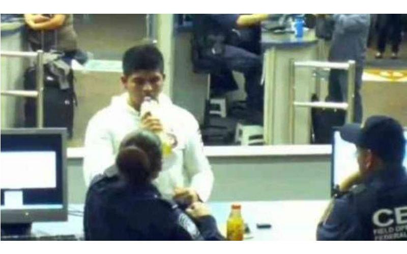 他攜帶兩瓶「蘋果汁」過了境,被安檢人員要求「喝一口」,卻讓國家賠償了三千萬!