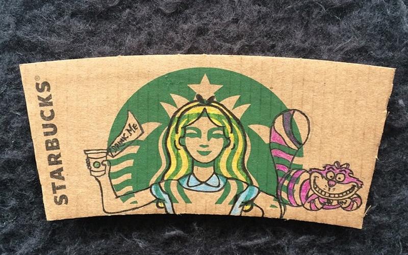 插畫家幫星巴克杯套上的女神稍微「加工」一下,把她變成迪士尼的各種主角。