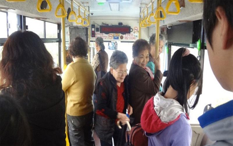 公車上聽到媽媽教女兒「沒事不要亂結婚」!她PO文分享「全台爸媽會這樣想就好了」