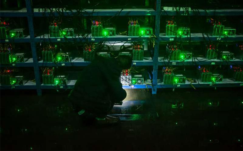直擊5000台電腦同時在「挖礦」的比特幣礦場!整棟大樓的內部簡直太狂了!