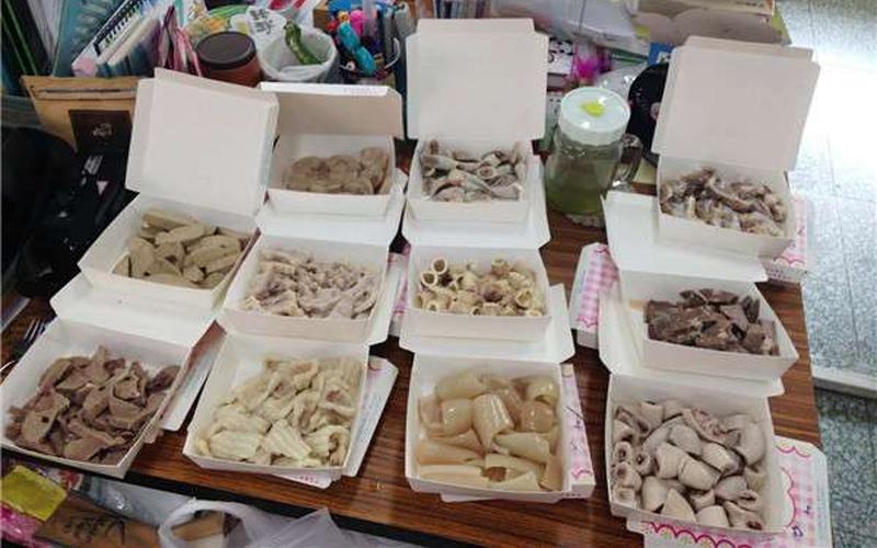 生物老師上課時擺出11道「黑白切」教學生,大家驚呼:原來我吃了人家的子宮!