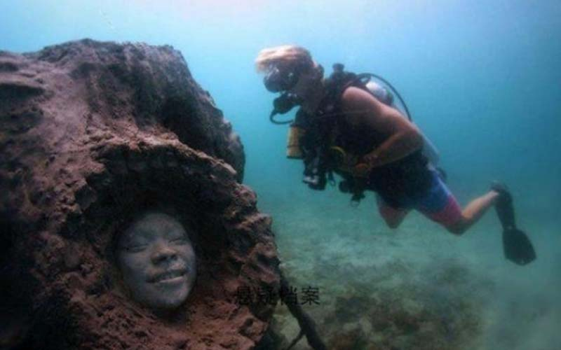 潛水員在海底驚見神秘人臉,沒想到這些臉背後背負著重大的意義啊!