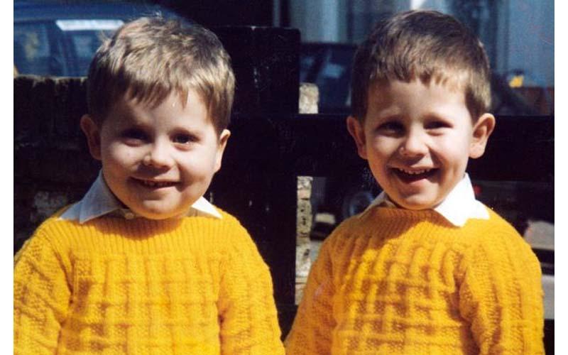 他們小時候是一對顏值高的雙胞胎,弟弟正常長大了還很帥,哥哥卻擁有「天差地別」的成長!