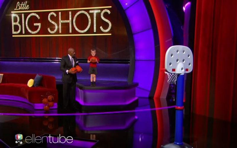 7歲男童神投「每球都進」主持人看傻,加碼「挑戰高空3分球」全場嗨翻:NBA快簽!
