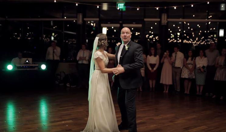 父女婚禮上溫馨慢舞 下一秒音樂驟變兩人「夜店式尬舞」全場鼓掌!