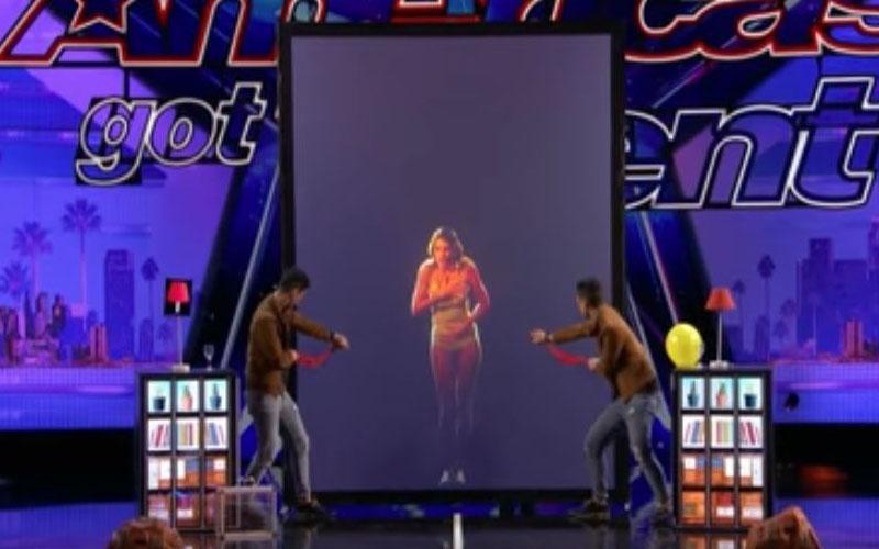兄弟檔「把螢幕裡金髮正妹變真人」全場尖叫!接下來更狂的表演讓評審都看傻!