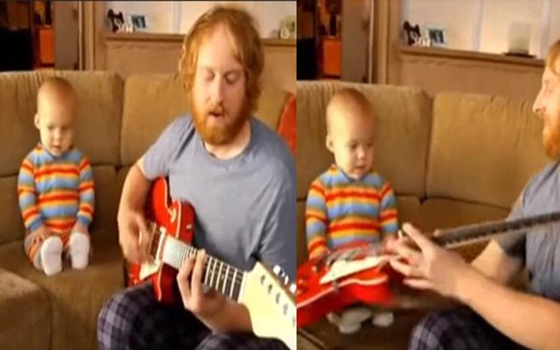 2歲寶寶聽爸爸彈吉他超投入,當吉他遞給他...下一秒網友全驚呆!