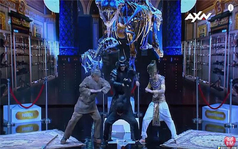 4人舞蹈團表演「軟骨功+機械舞」,整個折疊起來評審嚇到不敢看!