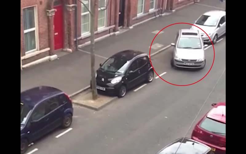 這段路邊停車的影片竟然有3000萬人觀看!三寶在這裡掙扎了30分鐘,就是停不進去!