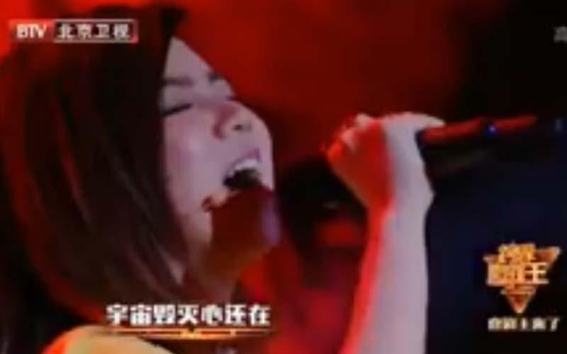 鐵肺鄧紫棋狂飆「3段式高音」唱《死了都要愛》,全場嗨炸起立鼓掌!